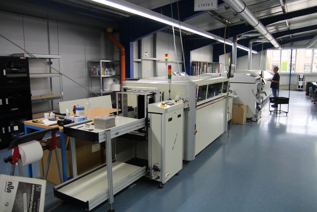Fertigungslinie SMD Bestücker mit Pastendrucker, Bestückungsautomat und Reflow-Ofen